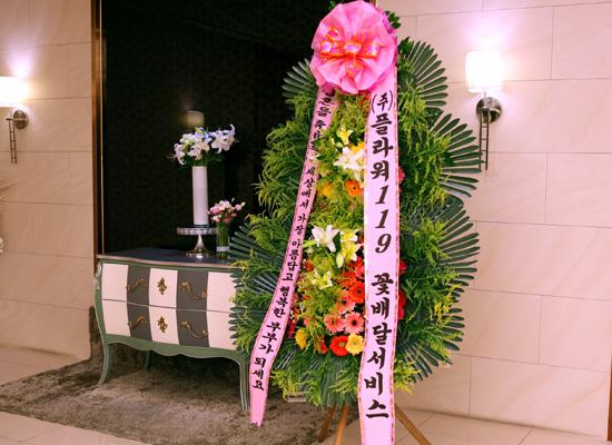 결혼식 축하3단화환 -(3단고급형) 세상에서 가장 아름답고 행복한 부부가....