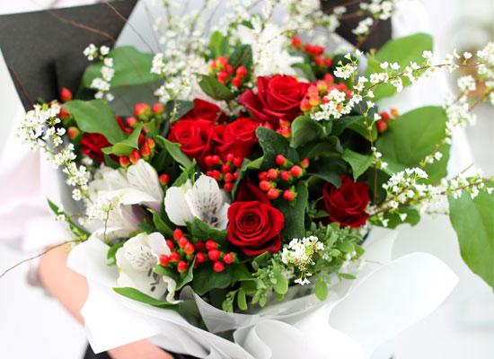 Spring loves Spring red roses