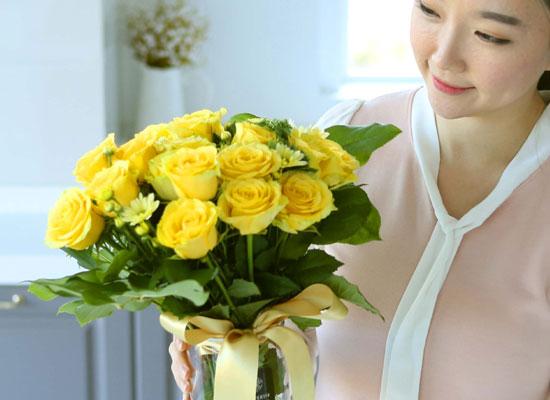 전국으로 꽃 보내세요 -장미와 화병 매일매일 봄