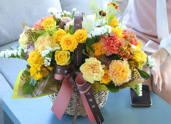 전국으로 꽃 보내세요 - 풍성한 꽃바구니(노랑)