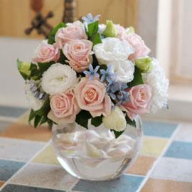 [서울배송]꽃의 여왕 장미 - 장미보다 아름다운 당신에게--계절에따라 꽃이 변경될수 있습니다. 꽃배달하시려면 이미지를 클릭해주세요