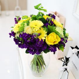[전국배송/ fourseasons flower /계절꽃사용] 옐로우 퍼플 부케 꽃배달하시려면 이미지를 클릭해주세요