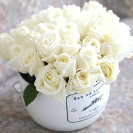 Invaluable white day - white rose (흰색플라워박스로 변경됨) 꽃배달하시려면 이미지를 클릭해주세요