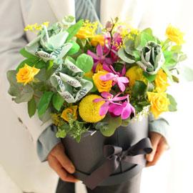 돈꽃다발 - money gift flower 머니로즈가 있는 꽃밭(9만원은 별도입금) 꽃배달하시려면 이미지를 클릭해주세요