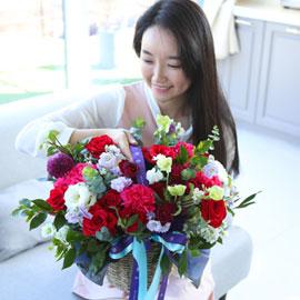전국으로 꽃 보내세요 - 풍성한 꽃바구니(레드) 꽃배달하시려면 이미지를 클릭해주세요
