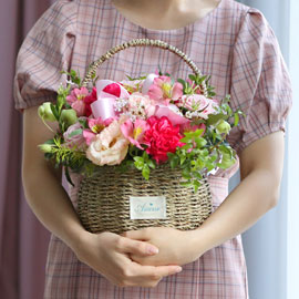 전국으로 꽃 보내세요 - 귀여운 꽃바구니(핑크) 꽃배달하시려면 이미지를 클릭해주세요