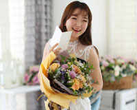 처음 만난 그녀에게두 번째 만남을 기약하며 꽃다발을 샀습니다