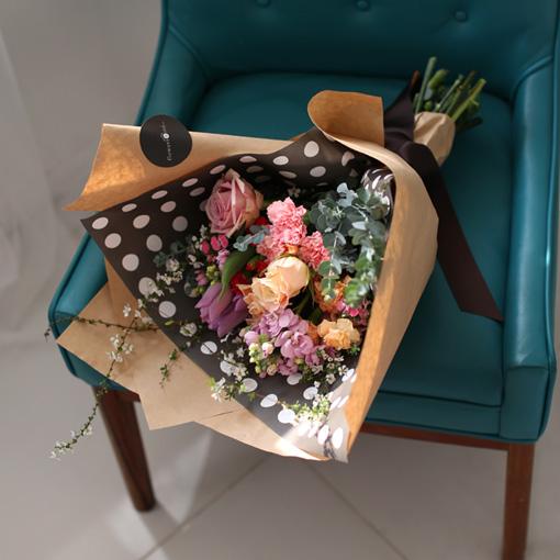 트랜디한 꽃다발트랜디하고 세련된 꽃다발 기대하세요