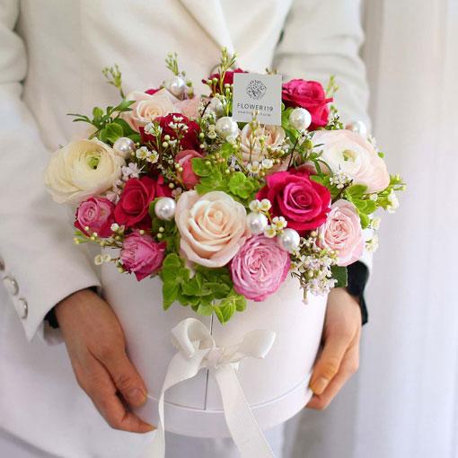 당신의 영원한 아름다움과 변치 않는 우리의 사랑을 위해...부드러운 꽃잎처럼 아름다운 당신을 사랑합니다
