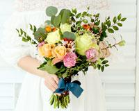 결혼기념일 꽃다발올해는 어떤 꽃으로<br>아내를 미소 짓게 할까?
