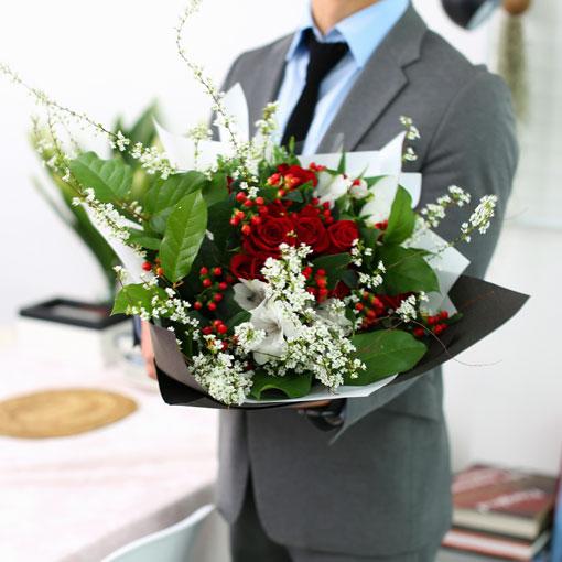 당신에게 어울리는 꽃다발탐스럽고 향기가 좋은 겨울 꽃다발