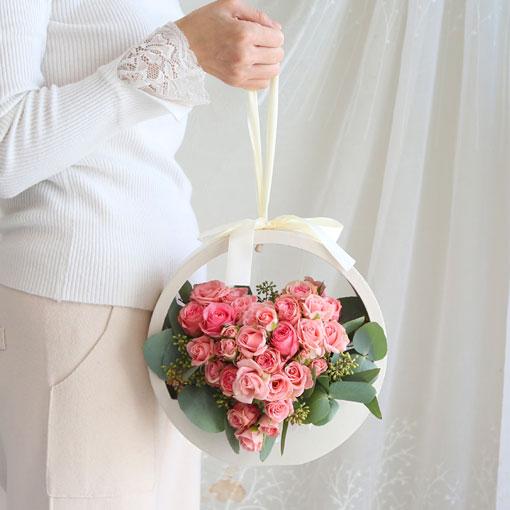 저절로 기분을 좋게 해주는 꽃꽃하트는 사랑의 표시입니다