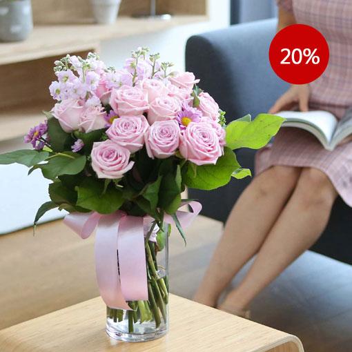 로맨틱한 핑크 장미물에 담겨 있어 더 오래 보실 수 있습니다