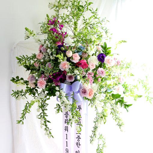 신랑신부에게 좋은 추억을 선물하세요결혼식을 특별히 빛내줄수 있는 디자인화환